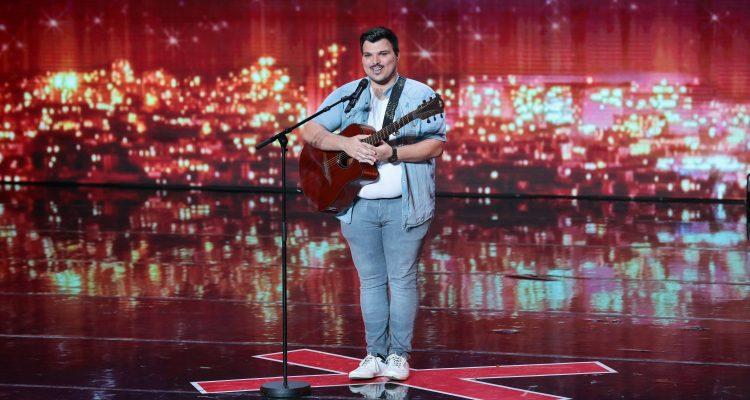 Le chanteur Ezra passera ce soir à Incroyable talent